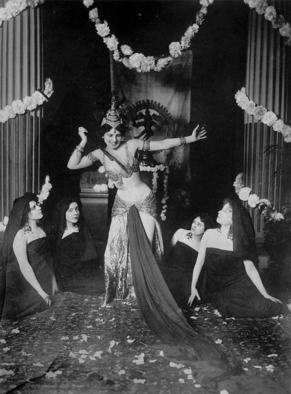 Mata Hari on stage, 1905.