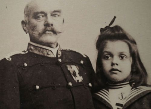 Young Jeanne MacLeod with her father.