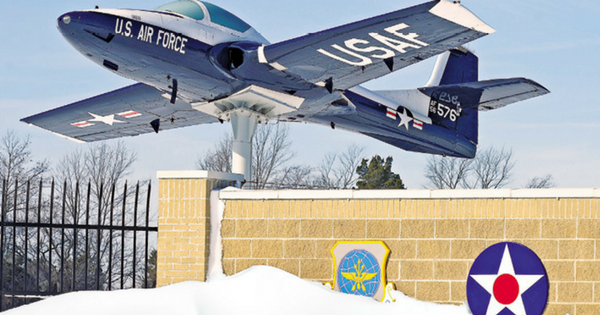 Dover AFB Welcome History